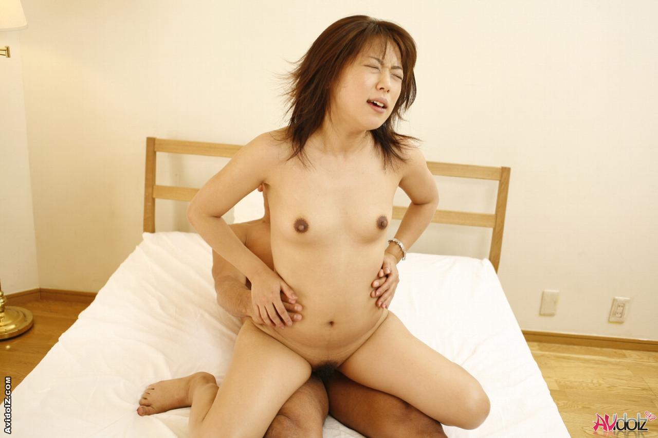 porno-yaponki-s-malenkimi-siskami